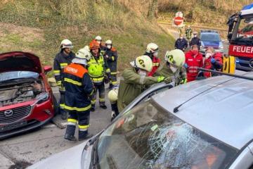 T2 Verkehrsunfall mit Menschenrettung
